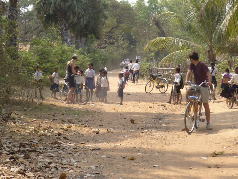 cycling-around-siem-reap