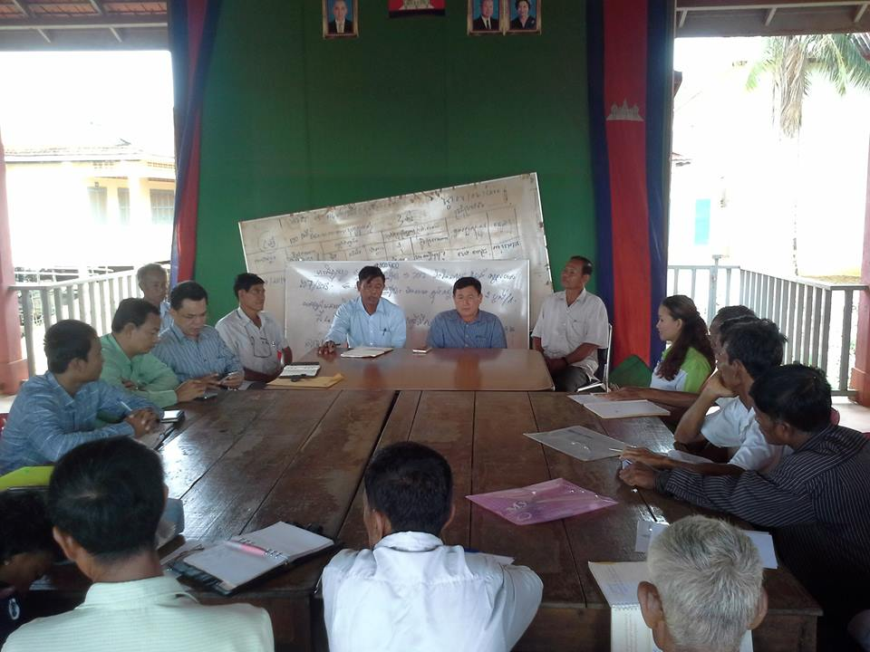 Community meeting in Kompong Khleang